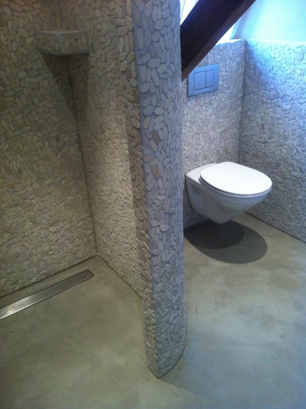 VERBAU badkamervloer. Beton-ciré in kleur op maat.