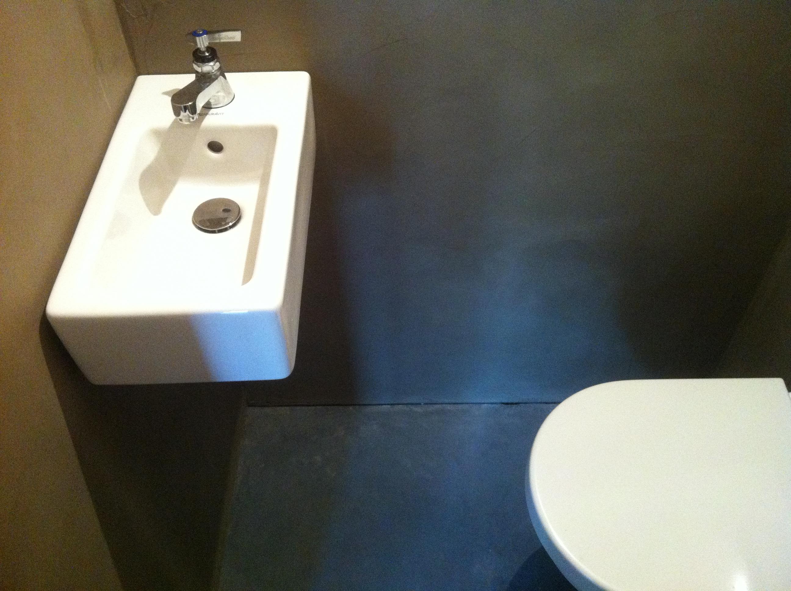 Badkamer en toilet gastverblijf moergestel béton ciré in joanne