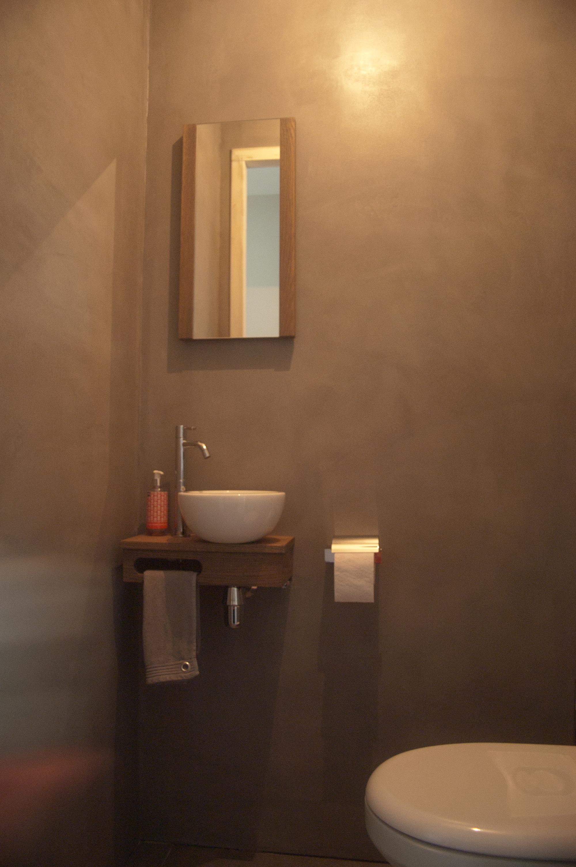 Toilet verbau betonstuc kleur op maat verbau - Schilderkunst wc kleuren ...