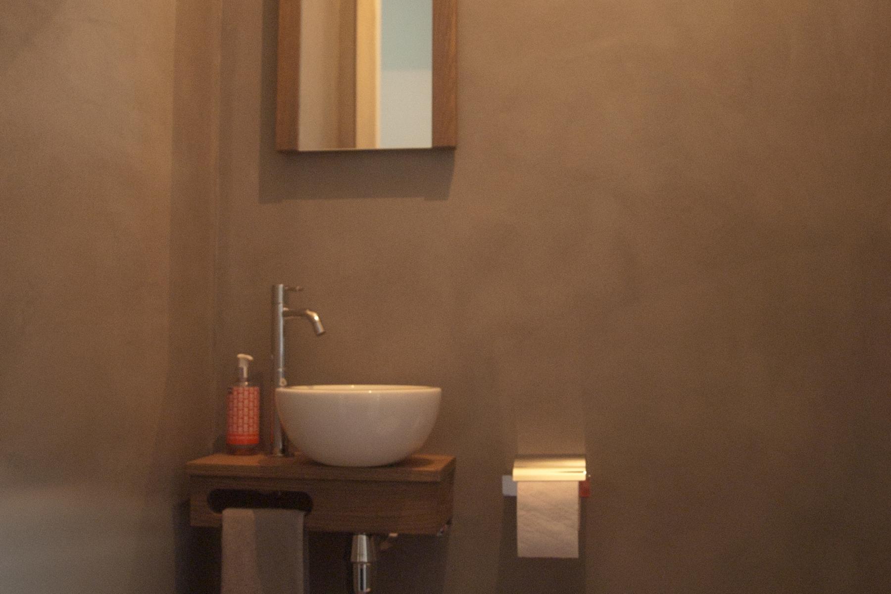 Toilet woonhuis oirschot. verbau betonstuc verbau