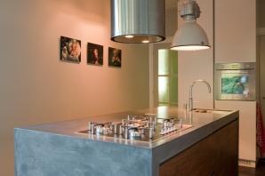 Keuken, woonhuis Tilburg. VERBAU-betonstuc in kleur op maat.