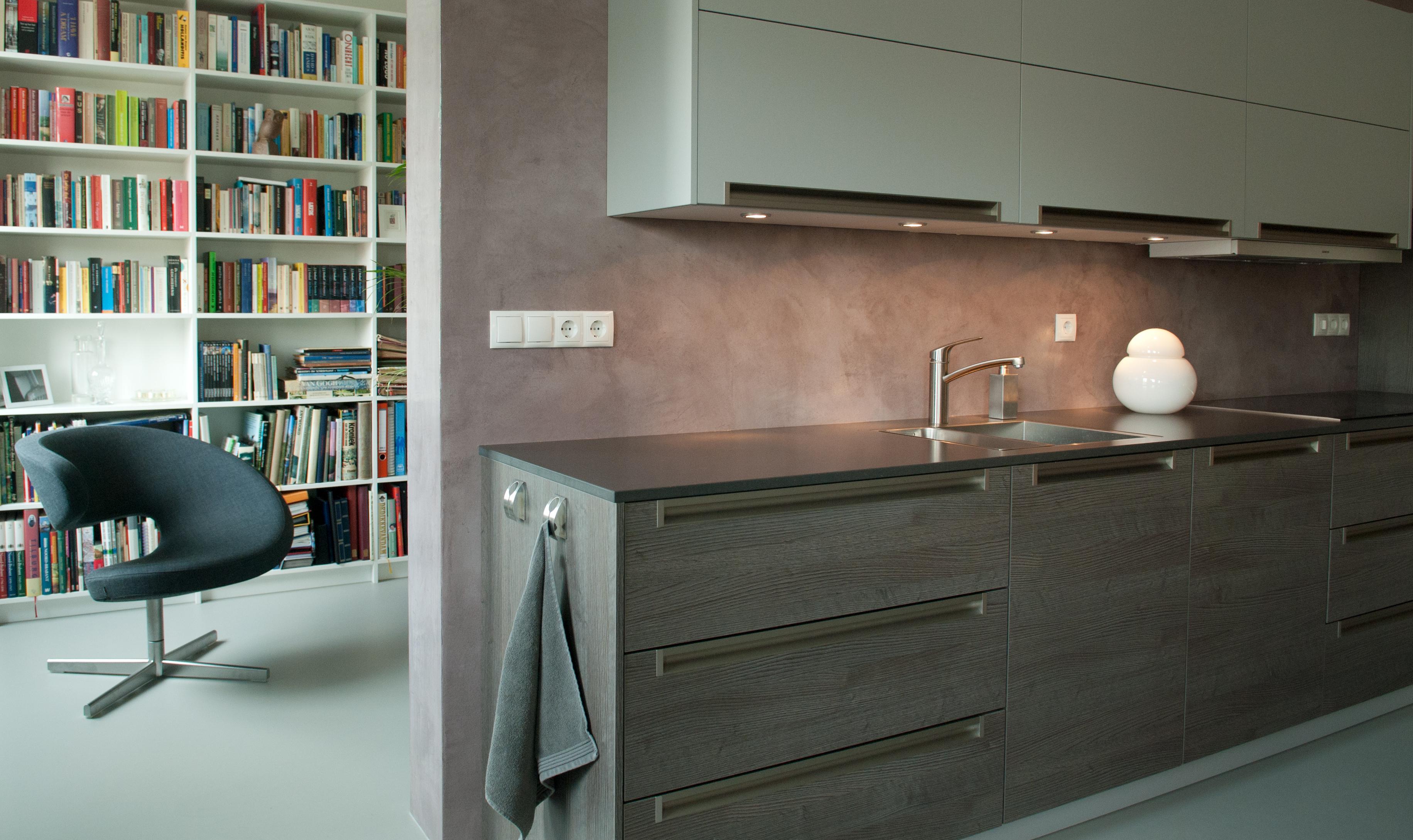 keukenwand in verbau betonstuc 24 roze graniet verbau. Black Bedroom Furniture Sets. Home Design Ideas