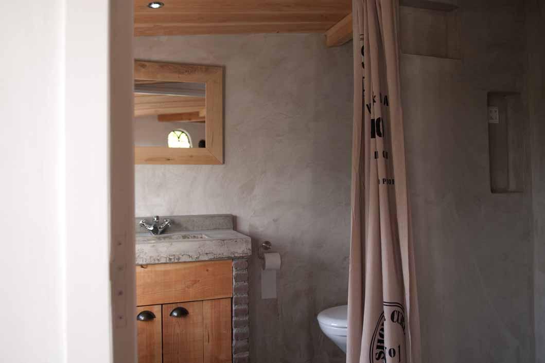 Bad Voor In De Badkamer ~ Badkamer, gastenverblijf boerderij Est VERBAU betonstuc  VERBAU