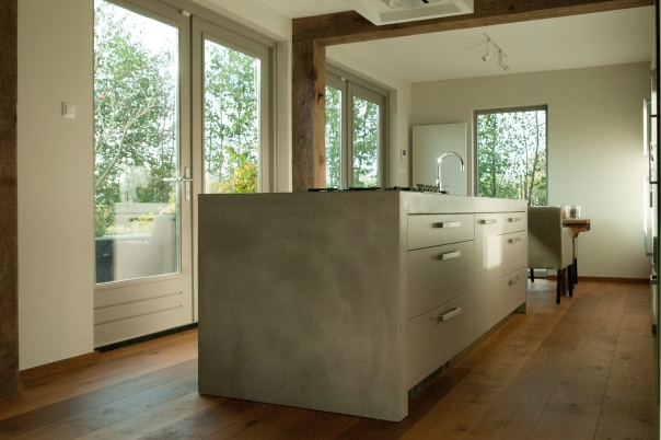 VERBAU-betonstuc_keukenmeubel#02ijzererts_10