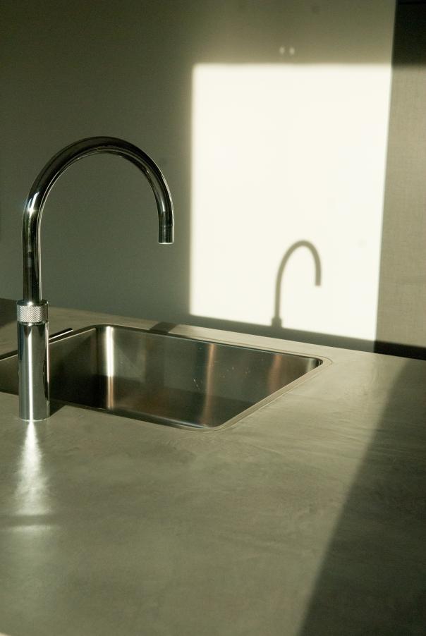VERBAU-betonstuc_keukenmeubel#02ijzererts_11