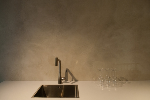 VERBAU-betonstuc_keukenwand_Plieger_#06:8_lichterivierklei3